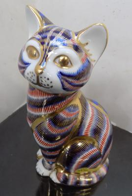 Royal Crown Derby cat paperweight with gold stopper-no damage