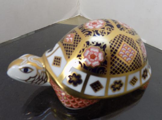 Royal Crown Derby mother tortoise 360/1250 with gold stopper-no damage