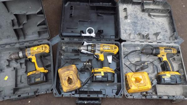 3x dewalt drills inc 2x18v (as seen)
