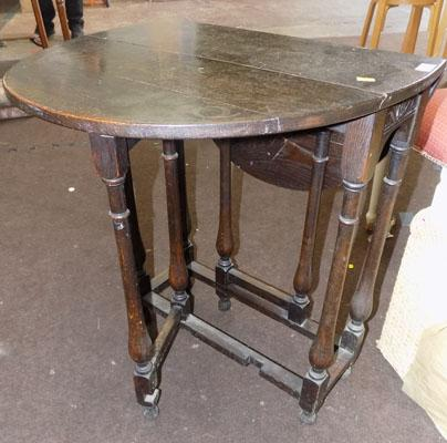Drop leaf small table
