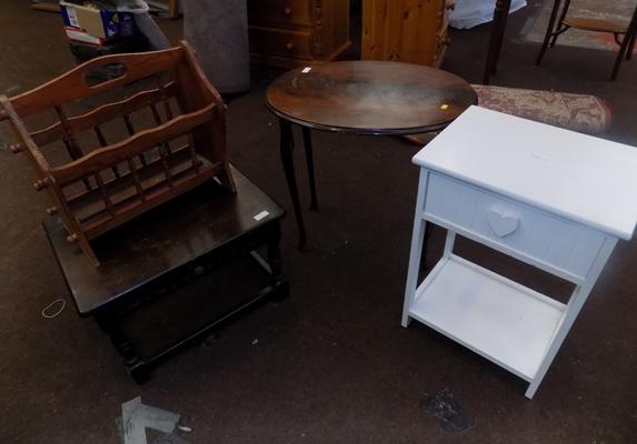 3x Occasional tables & magazine rack