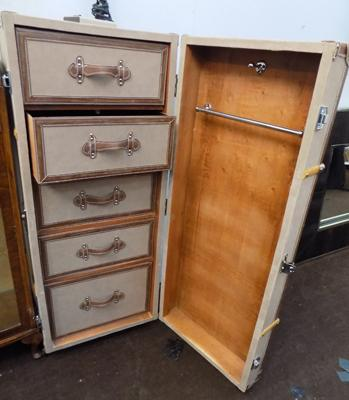 Gents travel trunk with drawers