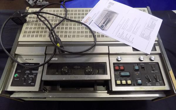 Sony U-Matic VCR, Model VO2630 + cable