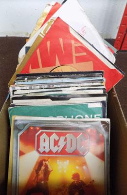 Box of singles, incl. AcDc, The Stones, Beatles & more