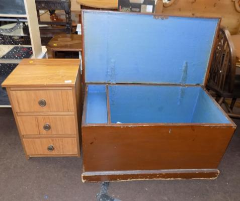 Blanket box & small three drawer unit