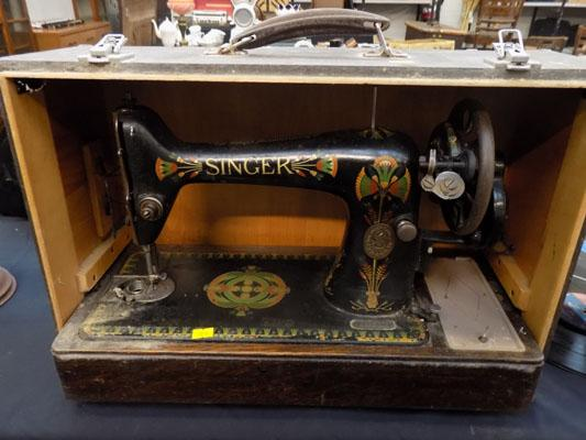 Singer sewing machine - W/O