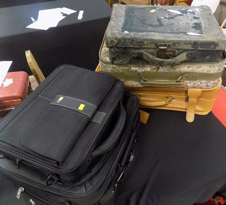 Assorted cases (6), including laptop bags