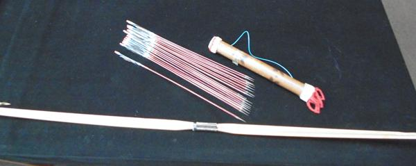 Bow & quiver with arrows - feathered arrows with metal tips