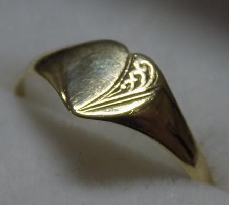 9ct Gold heart signet ring-Birmingham circa 1982 size approx P