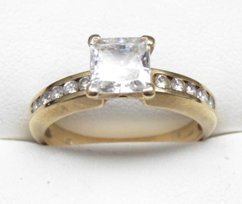 9ct gold princess cut diamond ring, size R