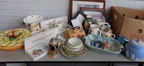 Box of quality ceramics - Wedgewood, Spode, Limoges + photo frames