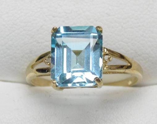 9ct Gold Swiss blue topaz ring over 4ct size O1/2