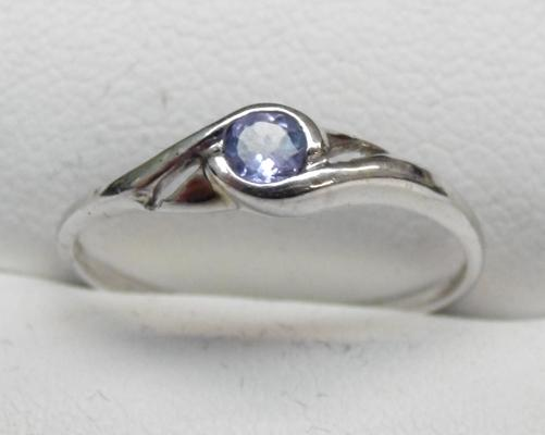 9ct White gold tanzanite solitaire ring size N
