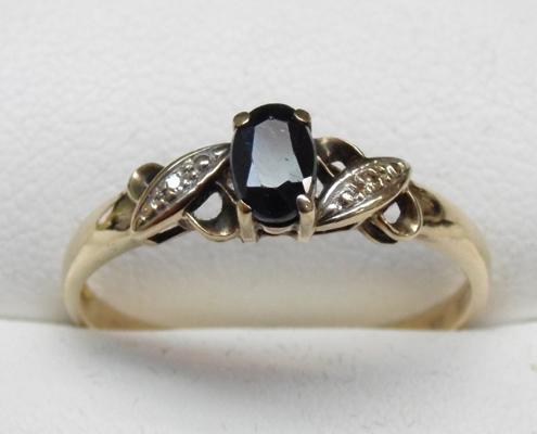 9ct Gold sapphire & diamond ring size T1/2