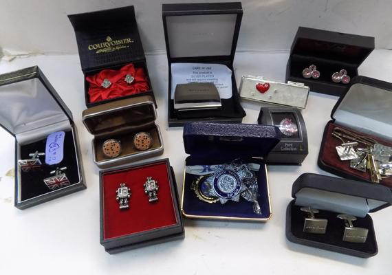 Selection of cufflinks & other vintage items