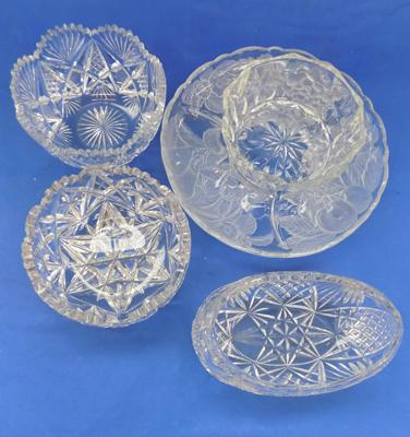 4 cut glass/ crystal salad or fruit bowls and hors d'oeuvres dish