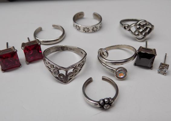 Box of mixed silver items incl. rings