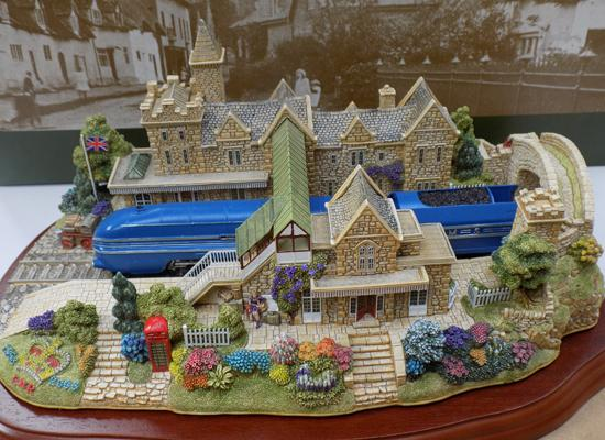 Lilliput lane The Coronation at Lancaster station Ltd edition certificate & boxed