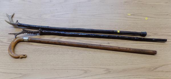 3x Old walking sticks with horn handles