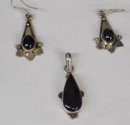 925 silver pendant and earring set