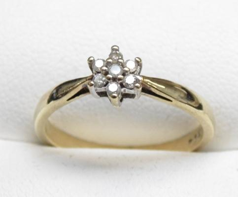 9ct Gold diamond cluster ring size O