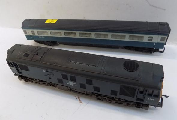 2x Vintage Hornby train carriages
