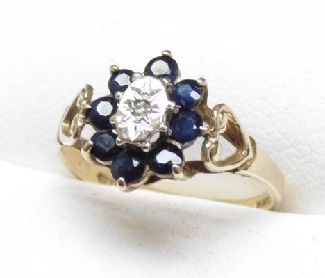9ct Gold sapphire & diamond cluster ring size M