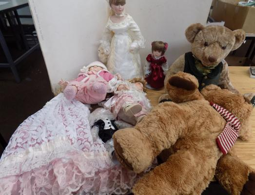 Large selection of vintage dolls and teddies