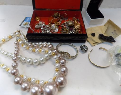 Selection of costume jewellery, incl. vintage