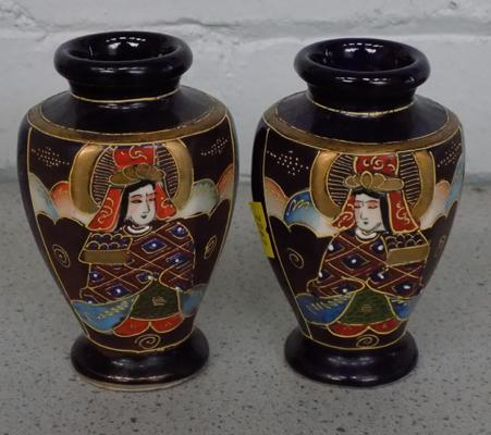 Pair of Japanese vases approx 12cm tall