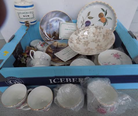 Mixed ceramics,incl. Wade & Crown Staffordshire