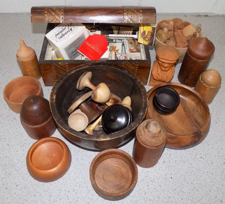 Box of treen, incl. wooden box, bowls etc...