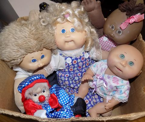 Four Cabbage Patch Dolls, clown & hand puppet (Scampi)