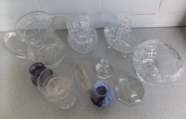 Box of glassware & crystal
