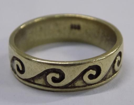 Vintage gold on silver ring approx size M