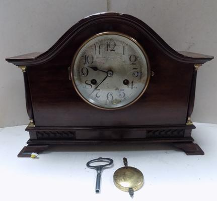 Kenzle Mantel 8 day clock with key in working order