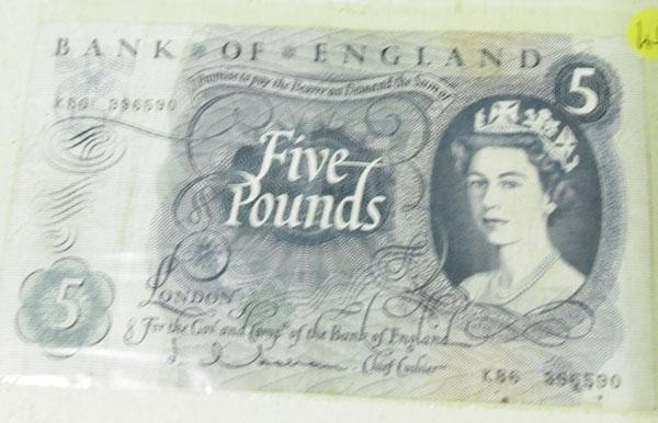 Old £5 note No K86396590 good condition