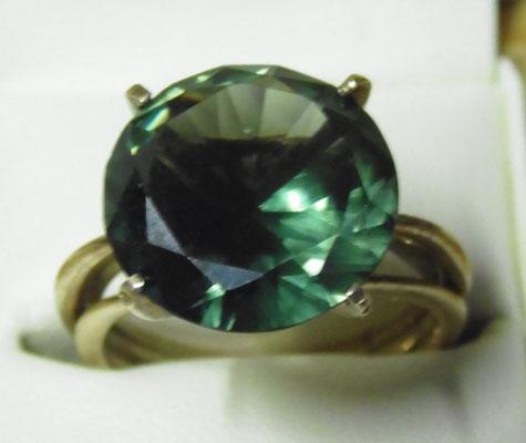 9ct Gold colour changing green stone ring size N