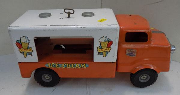 Tri-ang tinplate musical ice cream van c1958 full w/o