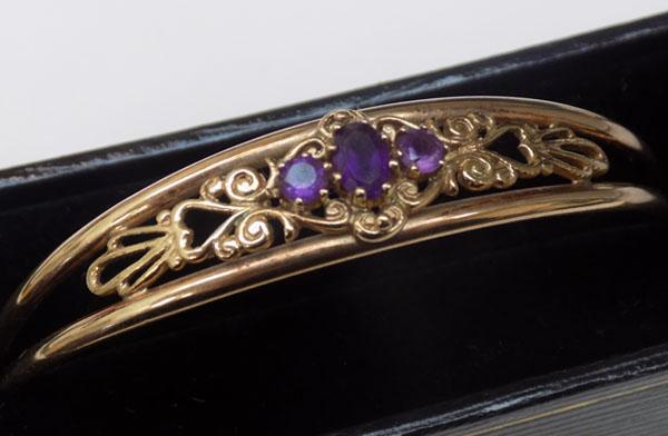 Solid 9ct gold bangle with Amethyst stone