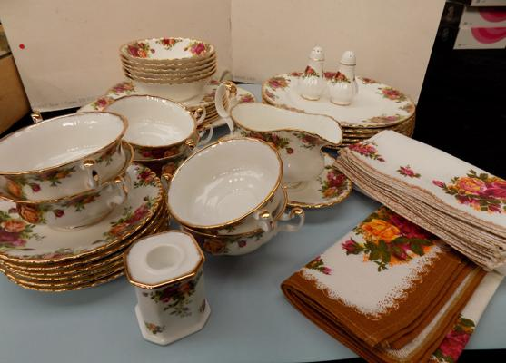 "Royal Albert country rose dinner service inc 8"" plates, 10"" plates, salt & pepper, & meat plate-firsts. Soup bowls & saucers, gravy boat & saucer + 2x 8"" plates-seconds. all no damage"