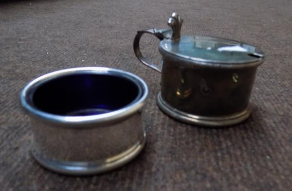 Silver salt, London 1935 & Silver mustard pot, London 1936 190 grams combined