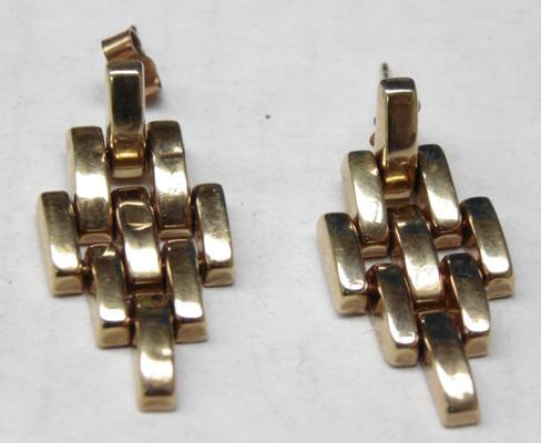 Pair of 9ct gold earrings (3.18 grams)