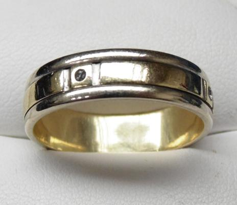14ct Gold and Diamond Spinner ring - size Y