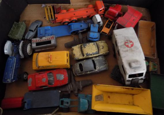 Tray of 1950's/60s Dinky and Corgi vehicles