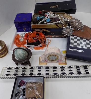 Tray of good mixed items including costume jewellery