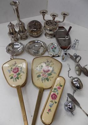 Box of silverplate ware and other collectables