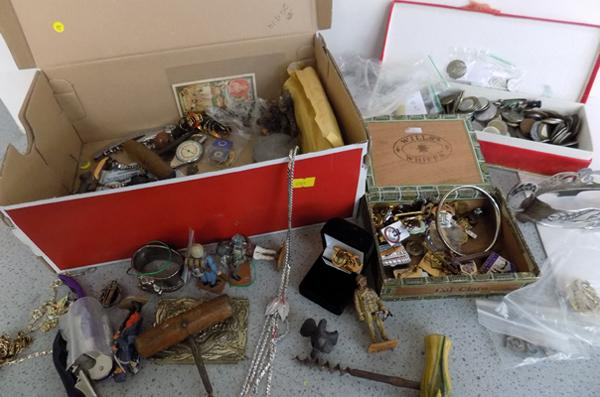 Box of collectables including badges, coins and costume jewellery