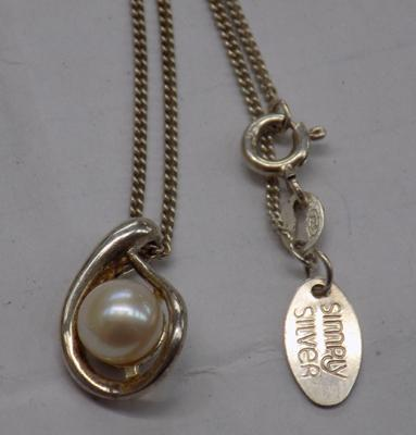 925 'simply silver' pearl and silver pendant and chain