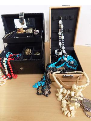 Jewellery boxes and contents